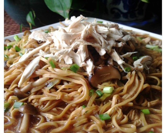 Shredded Chicken Braised E-Fu Noodles (鸡丝韭黄伊府面) 12
